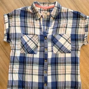 Short sleeve blue and pink button-down top!